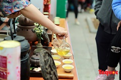 Foreign tourists enjoy Vietnamese tea on a pedestrian street
