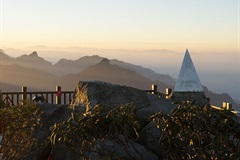 Fansipan Peak in Lao Cai - ideal place to take photos